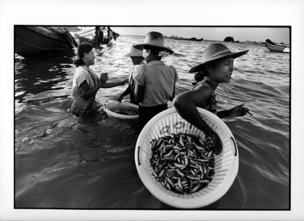 Sigarkvinner, Burma 1998, (30) 40x50cm og 50x60cm Gelatine Silver Print